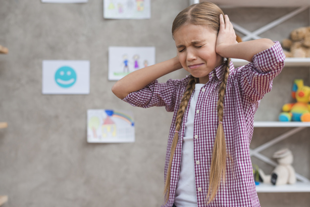 La persona afectada por tinnitus se encuentra sometida a la ansiedad, el estrés o la depresión, afectada por la falta de concentración, la falta de descanso y los problemas de sueño.
