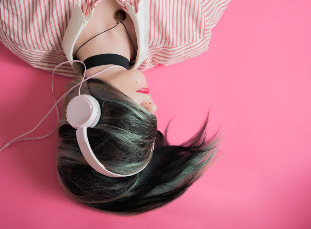 Más de 1.000 millones de jóvenes entre 12 y 35 años de todo el mundo corren riesgo de pérdida de audición